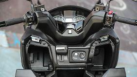 Das Cockpit ist übersichtlich gestaltet und fast blendfrei.