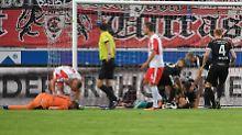 Der Sport-Tag: Drittliga-Drama: Halles Keeper schwer am Kopf verletzt