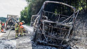 Feuer auf der Autobahn: Wenn der Reisebus zur tödlichen Falle wird