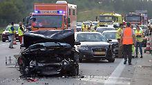 27 Verletzte in Bayern: Massenkarambolage führt zu Chaos auf A8