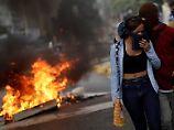 Nationalversammlung tagt: Tränengas gegen Demonstranten in Caracas
