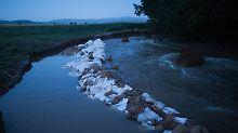Der Pegel der Holtemme ist Ende Juli stark gestiegen. Nun wurde an ihrem Ufer eine Leiche gefunden.