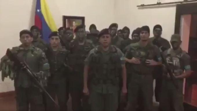 Der Aufstand ereignete sich im Komplex Paramacay, 170 Kilometer westlich von Caracas. In einem Video erklärten die Putschisten ihre Absichten.