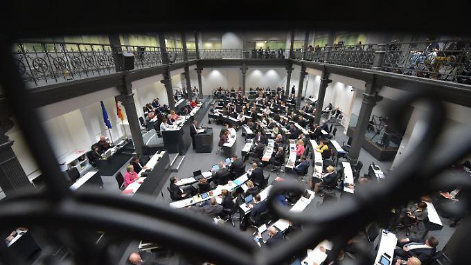 Blick in den Landtag Hannover. Die aktuelle Zusammensetzung des Plenums soll am 21. August aufgelöst werden.