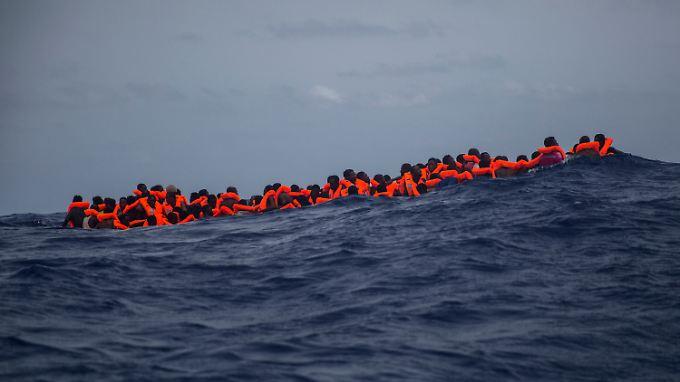 Bislang wurden in diesem Jahr mehr als 95.000 Menschen im Mittelmeer gerettet und nach Italien gebracht.