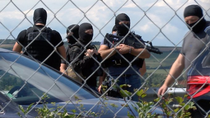 Fahrer auf der Flucht: Soldaten in Pariser Vorort von Auto angefahren