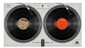 An den virtuellen Turntables kann sich jeder als DJ versuchen.