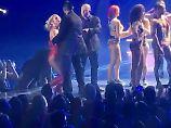 """""""Hat er eine Knarre?"""": Mann stürmt Bühne von Britney Spears"""