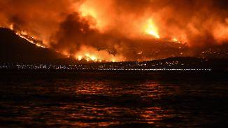 """""""Es ist ein Alptraum"""": Tausende Menschen fliehen vor Großbrand nahe Athen"""