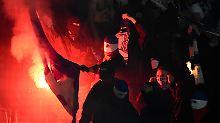Der Sport-Tag: Pokalspiel in Rostock stand kurz vor dem Abbruch