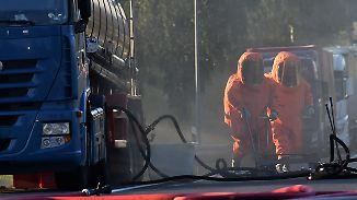 Vollsperrung auf der A24: Tanker mit Salpetersäure schlägt leck