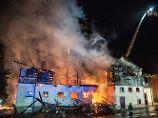 30 Hengste müssen umziehen: Feuer vernichtet denkmalgeschütztes Gestüt