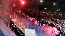 Keine Geisterspiele - aber Pyro?: DFB und Politik forcieren Dialog mit Ultras