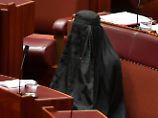 Rechtspartei auf Stimmenfang: Politikerin provoziert mit Burka im Parlament