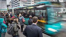 Bereits mehr als fünf Milliarden: Zahl der Fahrgäste in Bus und Bahn steigt