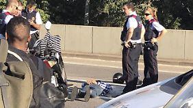 Dieser Mann wurde nach dem Anschlag festgenommen. Wir wissen nicht, um wen es sich dabei handelt.