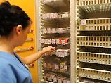 Lieferengpässe bei Medikamenten: Barmer-Chef will Pflicht zur Vorratshaltung
