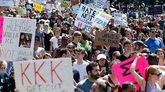 Trump lobt Demonstranten in Boston: Zehntausende marschieren gegen Hass und Rassismus
