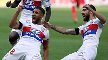 Tor des Jahres von der Mittellinie: Lyon gelingt Geniestreich aus 50 Metern
