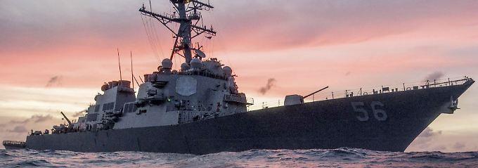 Zehn Matrosen vermisst: US-Zerstörer kollidiert mit Tanker