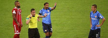 Schiedsrichter Stieler sorgte am vergangenen Spieltag der Fußball-Bundesliga für einen historischen Videobeweis-Moment.