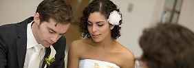 Tenhagens Tipps: Wer braucht einen Ehevertrag?