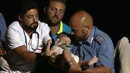 Erdbeben auf Ischia: Helfer retten drei Kinder aus den Trümmern
