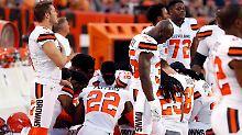 Protest gegen Rassismus nimmt zu: Der erste weiße Football-Profi kniet nieder