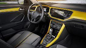 Auch im Innenraum will der VW T-Roc Eigenständigkeit beweisen.