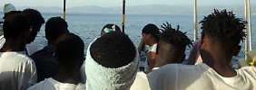 Rückgang der Flüchtlingszahlen: Weniger Menschen erreichen Italien