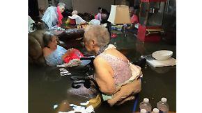 """Senioren dank Twitter gerettet: """"Harveys"""" Wucht überrascht Bevölkerung"""