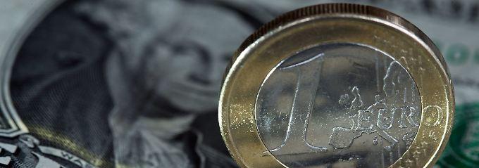 Wie könnte diie EZB den Ausstieg aus der Nullzinspolitik gestalten? Schon die Überlegungen aus der Zentralbank bringen den Euro in Bewegung.