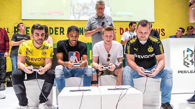 Der BVB hat keine E-Sport-Abteilung, seine Kicker Aubameyang und Reus daddeln dennoch gerne.