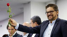 Ivan Márquez war der Verhandlungsführer des Farc-Friedens mit der Regierung - eine Rose ist das zentrale Element des Parteilogos.