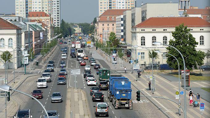 Breite Straße in Potsdam (Brandenburg): An stark befahrenen Straßen wurde in Potsdam im Jahr 2016 erneut der Grenzwert an gesundheitsschädlichem Stickstoffdioxid in der Luft geknackt.