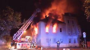 Zwei Tote und zehn Verletzte in Duisburg: Mehrfamilienhaus geht in Flammen auf