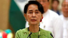 Hat den Nimbus von Demokratie und Menschenrechten verloren: Friedensnobelpresträgerin und Regierunschefin Aung San Suu Kyi.