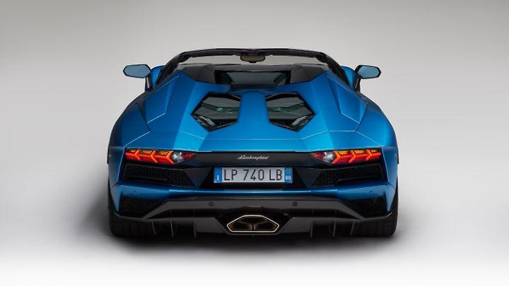 Die Heckansicht des Lamborghini Aventador Roadster S prägt ein mächtiger Diffusor.
