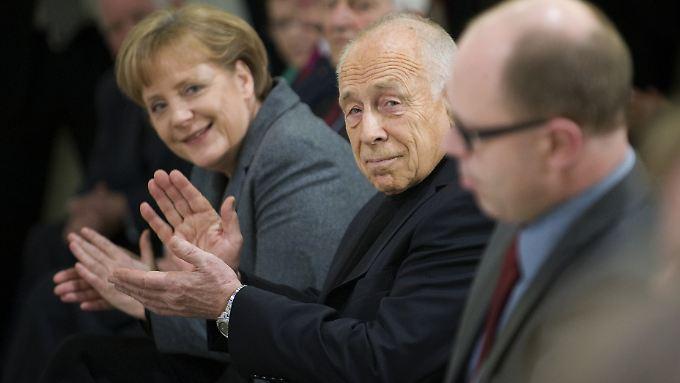 """Zum 80. Geburtstag von Heiner Geißler am 3. März 2010 diskutierte Angela Merkel mit ihm in der Berliner CDU-Zentrale über  """"Grundlagen der humanen Gesellschaft""""."""