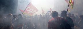 Massenproteste in Frankreich: Hunderttausende marschieren gegen Macron