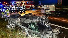 Unfall mit Reisebus nahe Oelde: Unfallserie auf A2 fordert zwei Todesopfer