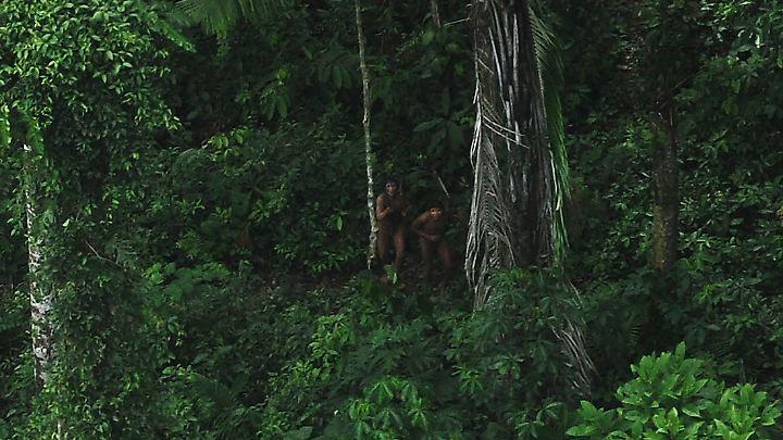 Im Amazonas-Becken leben noch immer Stämme völlig isoliert von der Außenwelt.