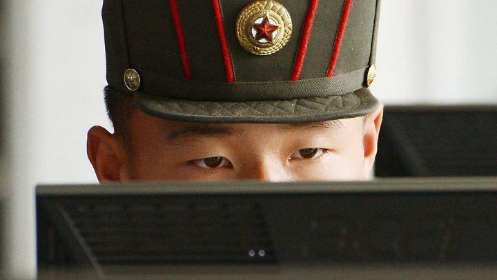 Berichten zufolge soll Nordkoreas Militär eine große, gut ausgerüstete Cybertruppe unterhalten, die neben Spionage und Gegenspionage auch in kriminelle Aktivitäten verwickelt ist.