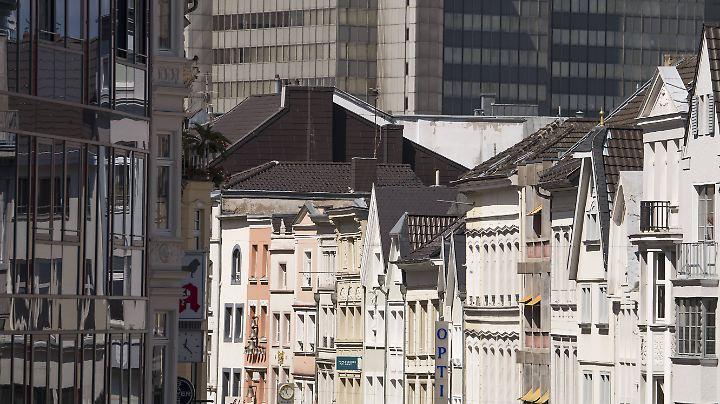 In Bonn zahlen die Menschen im Verhältnis zum Einkommen am meisten fürs Wohnen - wie hier in der Sternstraße.