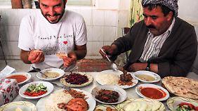 Auf seinen Reisen isst der Kroate Tomislav Perko oft bei und mit Einheimischen - zahlen muss er dafür häufig nicht.