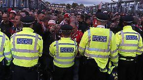 Euro League verspätet angepfiffen: Kölner Fans stürmen Arsenals Stadion