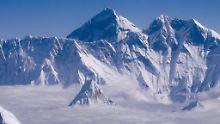Der Mount Everest, wie man ihn aus einem Flugzeug sehen kann.