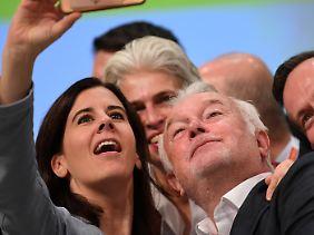 Wolfgang Kubicki und Katja Suding machen schon einmal Selfies.