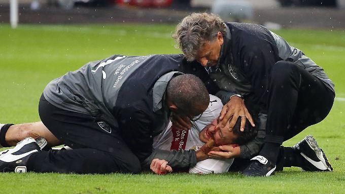 Der Stuttgarter Mannschaftsarzt reagierte blitzschnell und verhinderte so wohl bleibende Schäden bei Gentner.