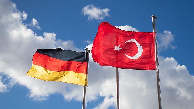 Die Beziehungen sind angespannt - unter anderem, weil Deutsche in der Türkei aus politischen Gründen in Haft sitzen.